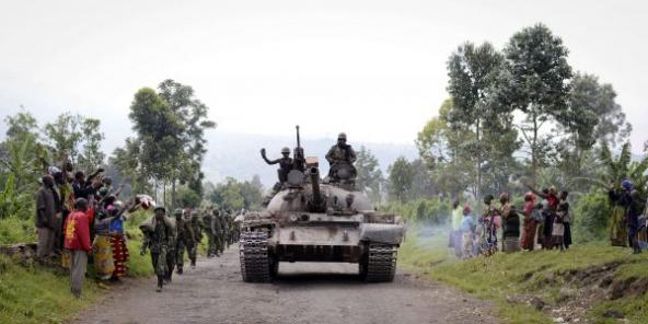 Des soldats de l'armée congolaise après la capture de rebelles du M23 à Goma, le 28 octobre 2013.