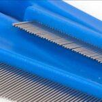 GLF Peignes Pet puces Peigne – 1pc for Chien et Chat en métal Cheveux Lice Peigne Fin Dents Flea Évasion Poignée Pet Scalp Brosse Outils de Coiffure Soins des Cheveux (Color : Blue, Size : 18cm)