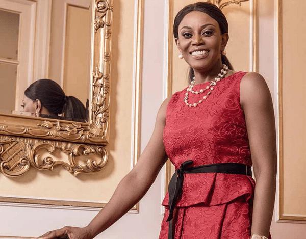 Premiere-dame-angola-Diplome-afrique-jewanda2