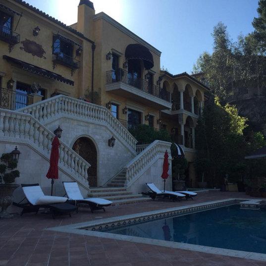 wizkid-s-offre-un-luxueux-palace-jewanda-2