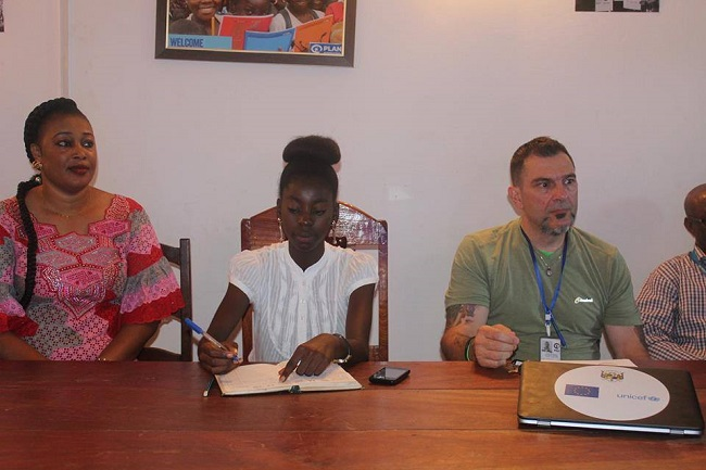 jeune-centrafricaine-prend-directionbureau-plan-international-centrafrique-jewanda-3