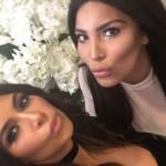 People : Kim Kardashian pose avec son sosie, la ressemblance est Wandayante !