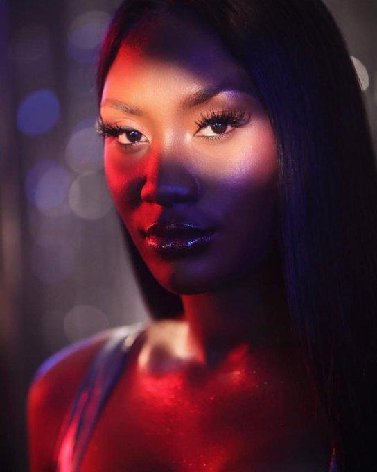 Aya Nakamura dévoile les premiers clichés hot de sa collaboration avec Mac Cosmetics