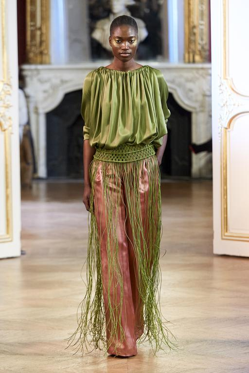 Imane Ayissi, premier styliste d'Afrique subsaharienne à prendre part aux défilés Haute Couture de Paris