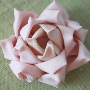 How to make a no sew fabric flower for diy wedding bouquets | Mayumi Rose Tutorial