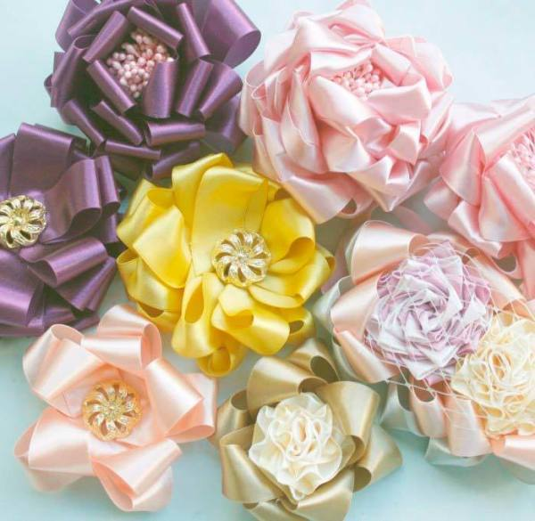How to make fabric ribbon flowers | Carmina Blooms