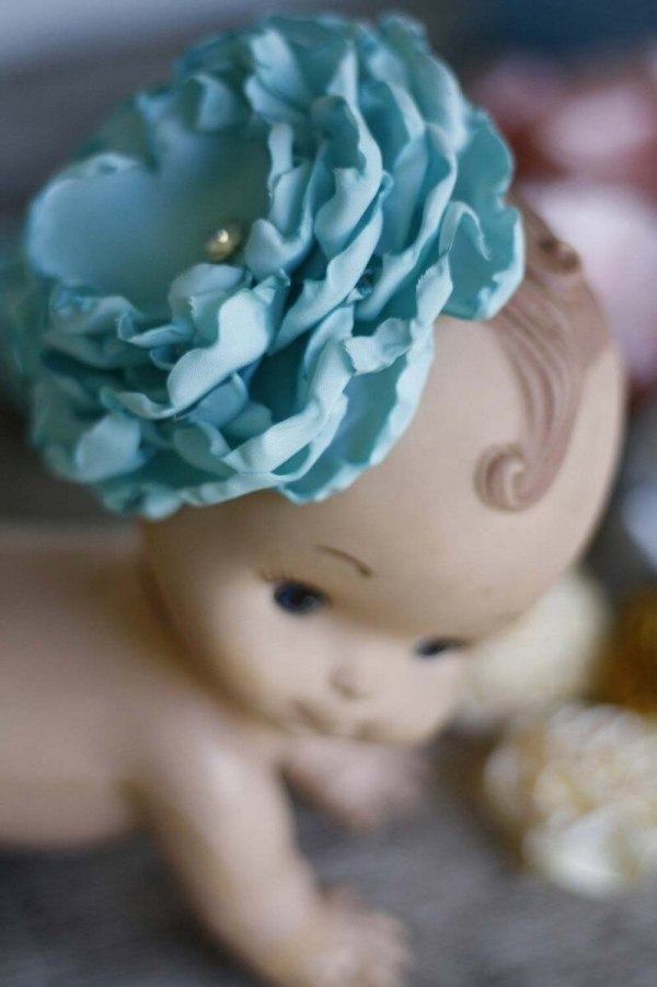 Create baby clips with this fabric flower tutorial