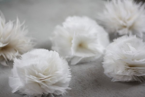 Spider mum and carnation feather flower tutorial for wedding table decor