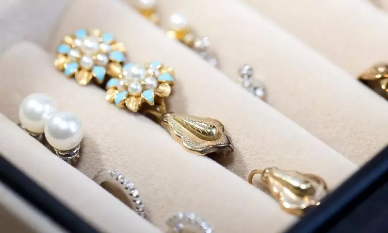 How the jewellery industry can sparkle online