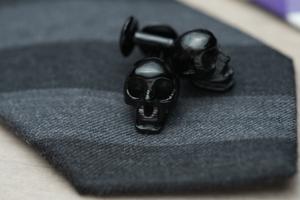 KARV-Cufflinks-Skulls-Black-Tie-Detail
