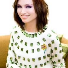 Sophie Ellis Bextor wearing Daffodil brooch