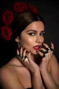 Izabela Calik - latina model hand view