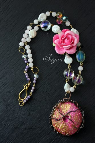 Roses and thorns necklace