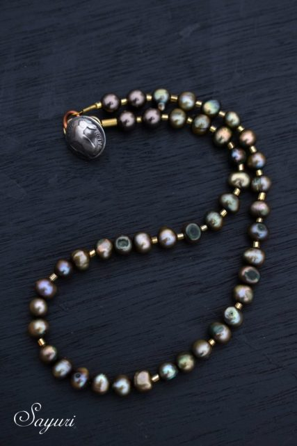 dyed Pearl necklace
