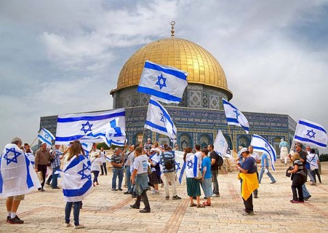 Israeli flags on Temple Mount