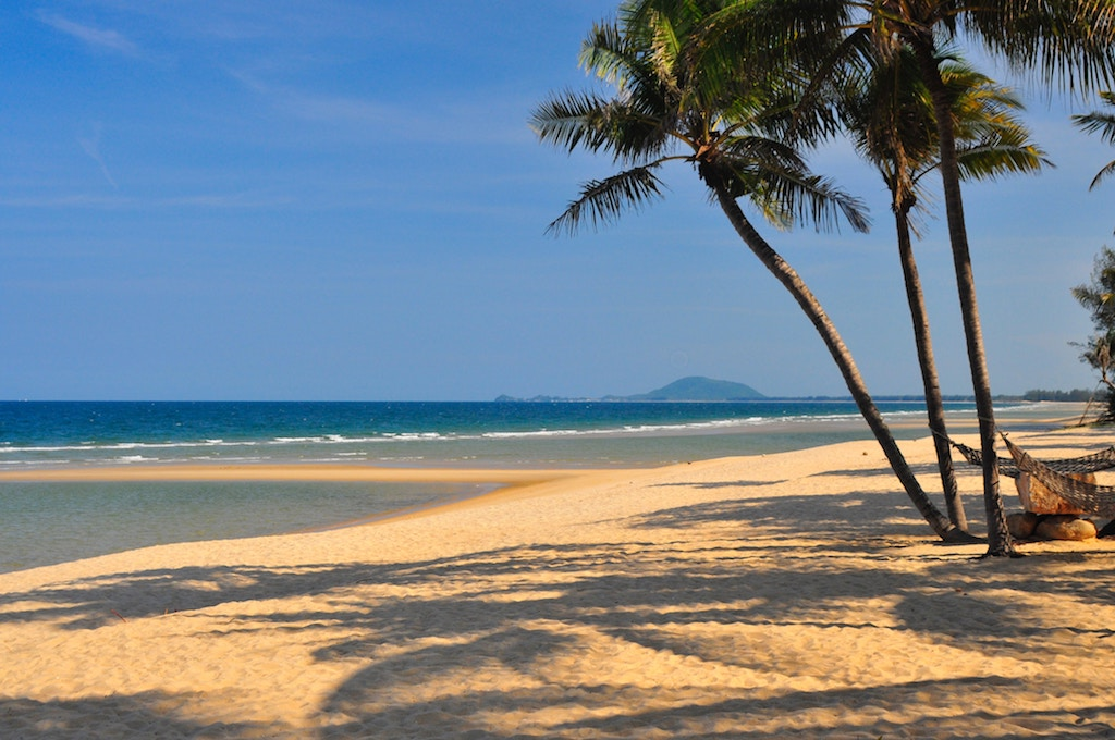 Travel guide for your Thailand trip: White sand beaches are a must see.