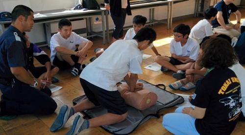 水難救済会:若者の水難救済ボランティア教室太洋中学で開催!