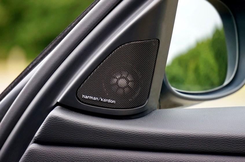 Car right side door speaker
