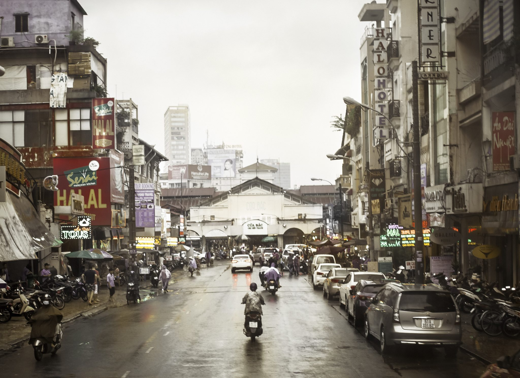 How to understand an American woman in Ho Chi Minh City