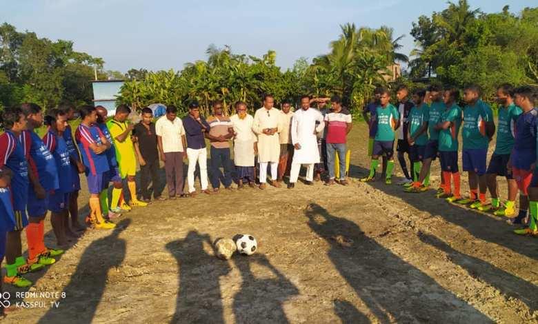 মুজিব বর্ষ উপলক্ষে সাধুহাটিতে স্পোর্টিং ক্লাবের ফুটবল খেলা অনুষ্ঠিত