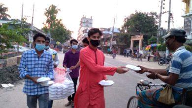 Photo of অসহায় ও দুঃস্থদের পাশে ঝিনাইদহ ছাত্রলীগ নেতা সুরুজ