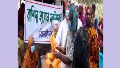 Photo of ঝিনাইদহে রাশিদা হাসান ফাউন্ডেশনের দরিদ্রদের মাঝে পোষাক ও নগদ টাকা বিতরণ