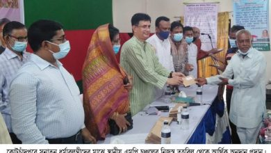 Photo of ঝিনাইদহ কোটচাঁদপুরে সনাতন ধর্মাবলম্বীদের আর্থিক সহায়তা প্রদান