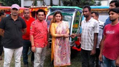 Photo of ঝিনাইদহে বেকারত্ব কমাতে সহজ শর্তে ইজিবাইক-রিক্সা প্রদান