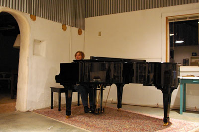 piano lady meets her piano