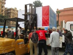 تحميل الاثار على شاحنة خارج المتحف المصري بالتحرير