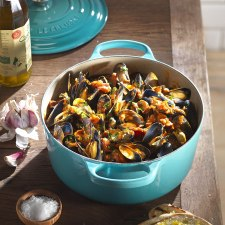 Le Creuset Signature Cast iron Casserole dish with Lid