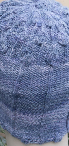 Lisse Hat detail of purl rib and pendant