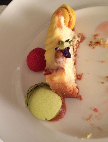 OSL to AMS: Birthday cake!
