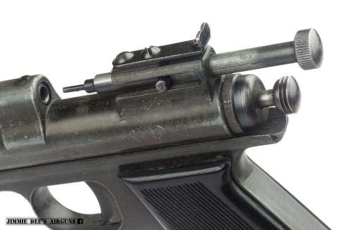 Simpler breech adjustment design with fewer parts.