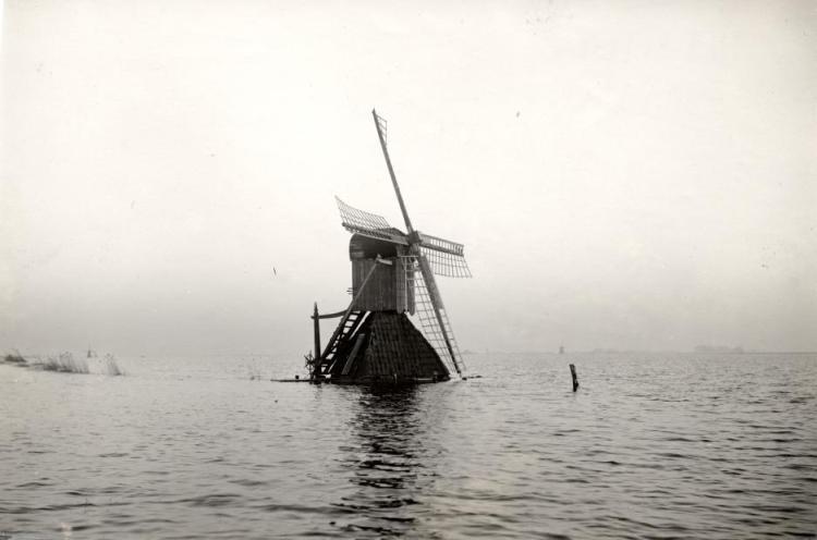 Dutch windmill facing the flood of 1926