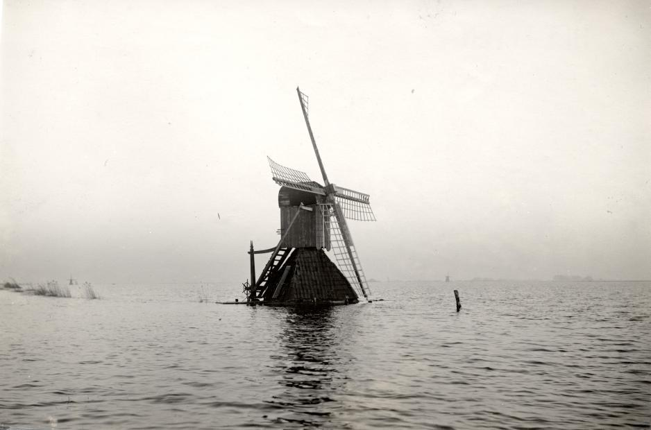 Dutch windmill facing the flood of 1926