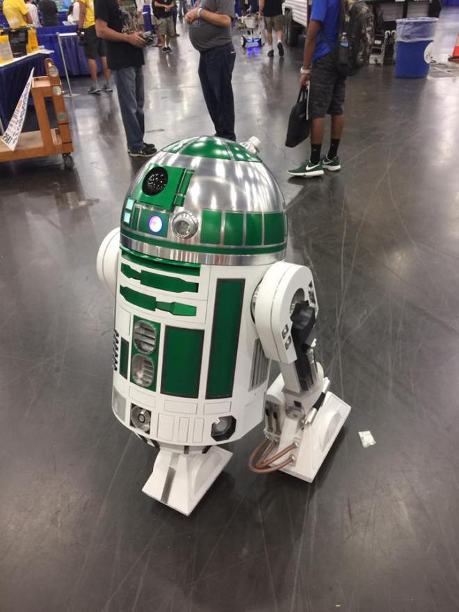 Green R2D2 from area R2D2 building club