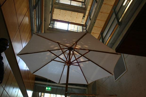 happy-umbrella-lighting-machine2