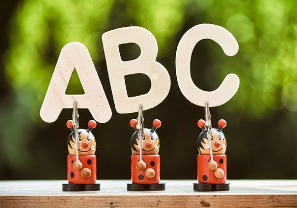ABCの人形