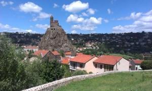 Dominanta města Le Puy en Velay Roschel Saint Michael