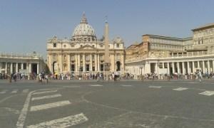 Vatikán s bazilikou svatého Petra a Svatopetrským náměstím.