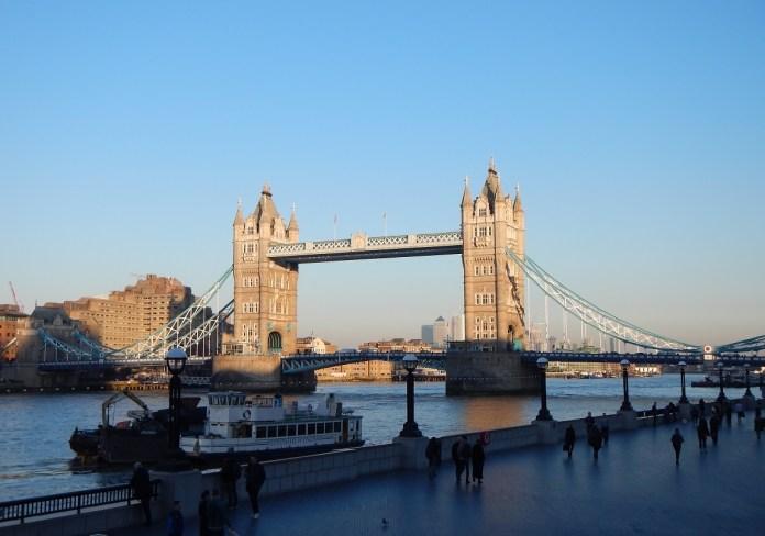 Historický most v centru Londýna Tower Bridge