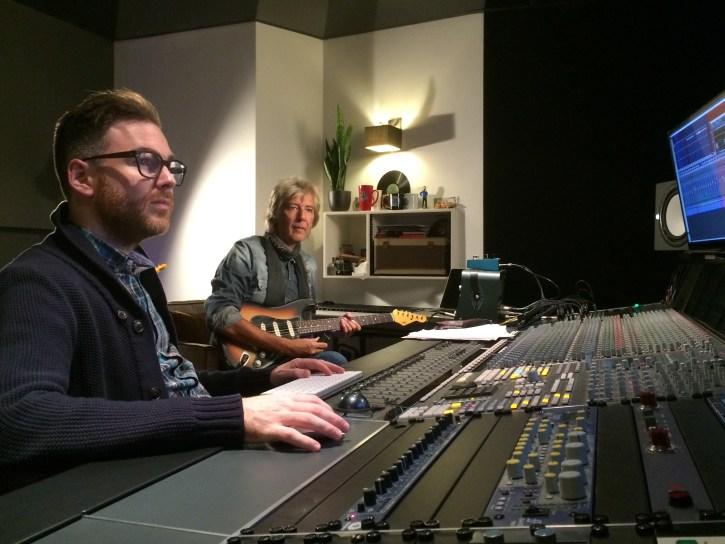 RTV Drenthe - Bert Meulendijk op gitaar en Joost Griffioen aan de knoppen