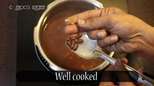 vazhapindi vanpayar curry.Still006