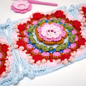 Crochet pattern Petal Stack Square (US terms)