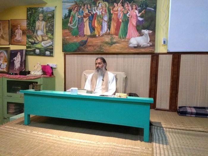 Babaji teaching Bhakti Tirtha