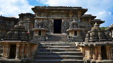 Hoysaleshwara_Temple_Karnataka_India