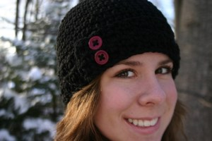 crochet hat with button - black