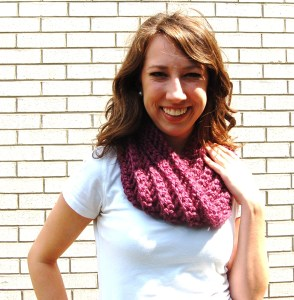 Free Chunky Crochet Cowl Pattern with Infinity Loop