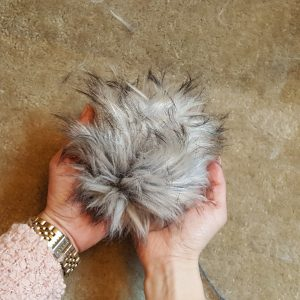 Learn to make a fur pom-pom